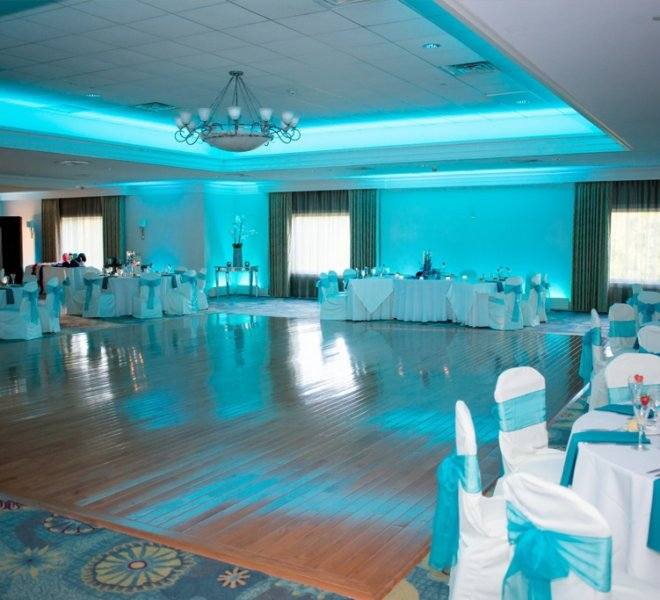 PineCrest's elegantly decorated ballroom for large weddings and special events in Montgomery County, PA.