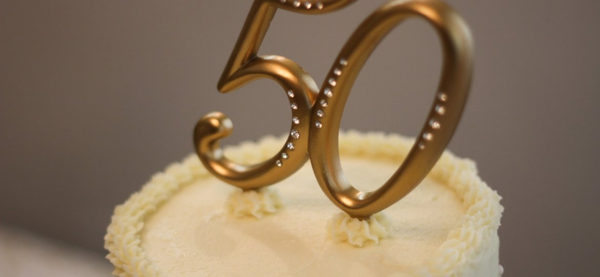 50th Wedding Anniversary Cake - Stock Image