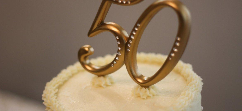 50th Wedding Anniversary Cake - Stock Image