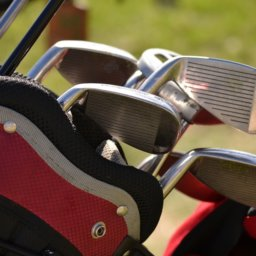 Close up on a bag of golf clubs.